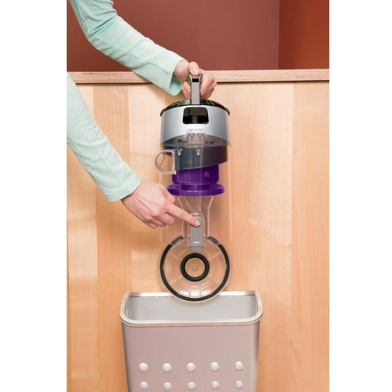 CleanView Pet Rewind Vacuum 1328 Emptying Dirt Tank